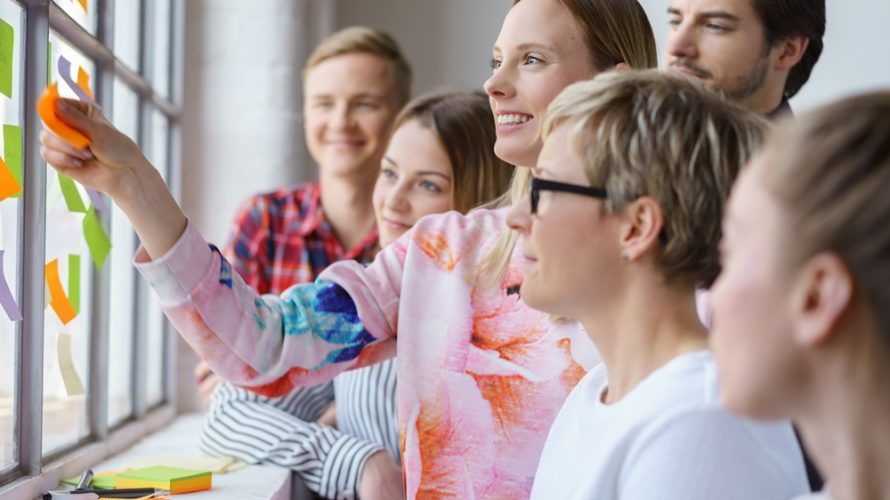 Organiza actividades para empleados y trabajadores